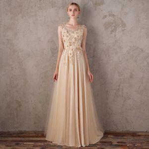 Eleganta Guld Aftonklänningar 2018 Prinsessa V-Hals Ärmlös Appliqués Blomma Rhinestone Svep Tåg Ruffle Halterneck Formella Klänningar