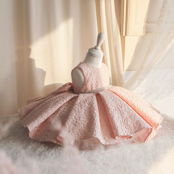 Chic / Beautiful Pearl Pink Lace Birthday Flower Girl Dresses 2020 Ball Gown Scoop Neck Sleeveless Pearl Sash Short Ruffle Wedding Party Dresses
