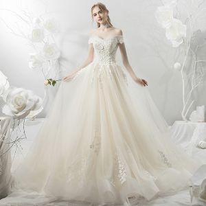 Eleganckie Szampan Suknie Ślubne 2018 Suknia Balowa Z Koronki Aplikacje Frezowanie Perła Przy Ramieniu Bez Pleców Kótkie Rękawy Trenem Katedra Ślub
