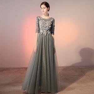 Eleganckie Szary Sukienki Wieczorowe 2020 Princessa Wycięciem Perła Rhinestone Z Koronki Kwiat Aplikacje 1/2 Rękawy Bez Pleców Długie Sukienki Wizytowe