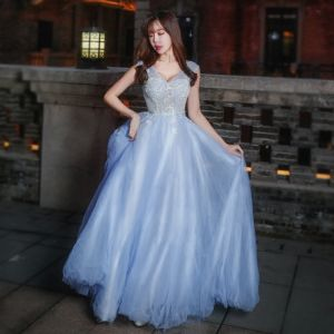 Chic / Beautiful Formal Dresses 2017 Prom Dresses Sky Blue A-Line / Princess Sweep Train V-Neck Sleeveless Backless Sash Appliques Flower Pearl