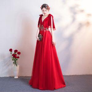 Mooie / Prachtige Rode Avondjurken 2019 A lijn Suede V-Hals Kant Bloem Mouwloos Ruglooze Lange Gelegenheid Jurken