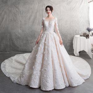 Mode Champagner Brautkleider / Hochzeitskleider 2019 A Linie Rundhalsausschnitt Spitze Blumen Applikationen Rückenfreies Lange Ärmel Königliche Schleppe