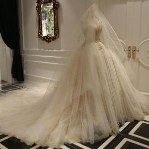 Luxus / Herrlich Champagner Brautkleider 2018 Rückenfreies Ballkleid Perlenstickerei Pailletten Spaghettiträger Ärmellos Königliche Schleppe Hochzeit