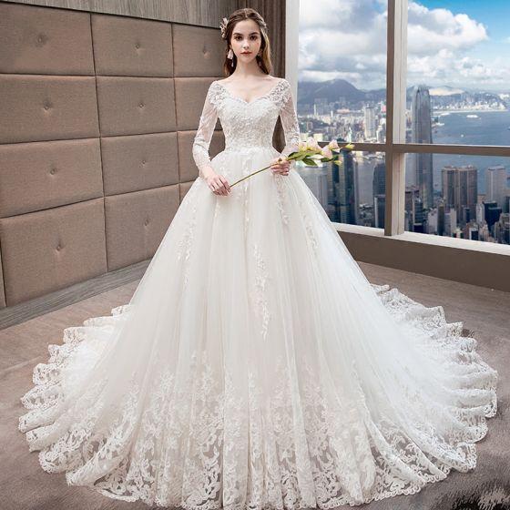 Piękne Białe Suknie Ślubne 2018 Princessa V-Szyja Przebili Długie Rękawy Bez Pleców Aplikacje Z Koronki Frezowanie Wzburzyć Trenem Katedra