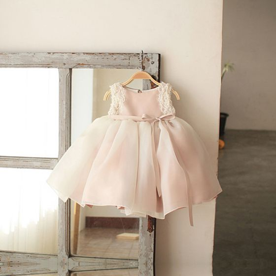 Chic / Beautiful Blushing Pink Organza Birthday Flower Girl Dresses 2020 Ball Gown Scoop Neck Sleeveless Appliques Lace Beading Pearl Sash Short Wedding Party Dresses