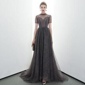 Elegante Grau Schwarz Durchsichtige Abendkleider 2020 A Linie Stehkragen Kurze Ärmel Sweep / Pinsel Zug Rüschen Festliche Kleider
