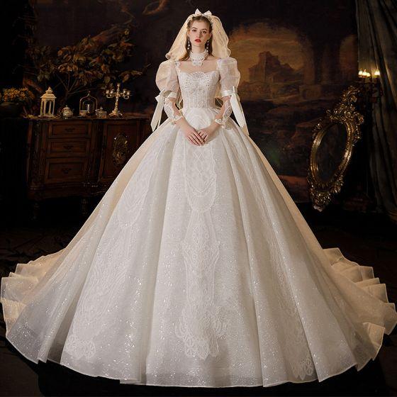 Vintage Medeltida Elfenben Bröllopsklänningar 2021 Balklänning Urringning Beading Pärla Paljetter Spets Blomma 3/4 ärm Rosett Halterneck Royal Train Bröllop
