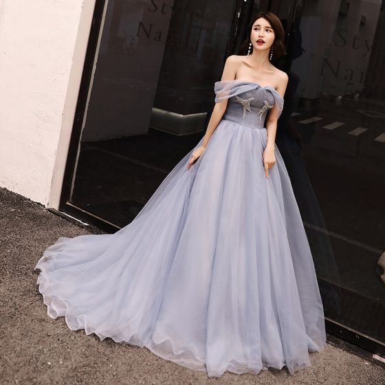 Elegantes Gris Azul Cielo Vestidos de noche 2018 A-Line / Princess Rhinestone Fuera Del Hombro Sin Espalda Sin Mangas Colas De La Corte Vestidos Formales