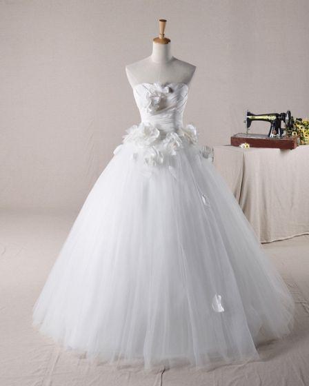 Elegant Ruffles Applique Beading Sweetheart Tulle A Line Wedding Dress