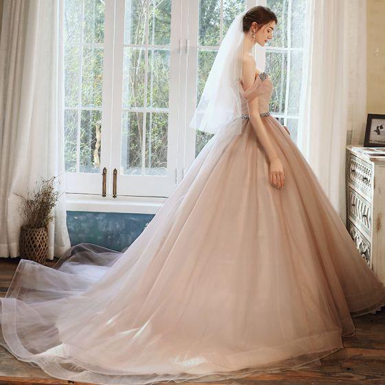 Elegantes Perla Rosada Vestidos de gala 2020 Ball Gown Fuera Del Hombro Manga Corta Rhinestone Cinturón Glitter Tul Chapel Train Ruffle Sin Espalda Vestidos Formales