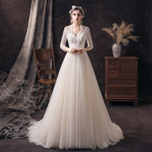 Prisvärd Champagne Spets Brud Bröllopsklänningar 2020 Prinsessa V-Hals 3/4 ärm Halterneck Beading Pärla Svep Tåg Ruffle