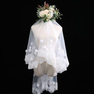 Luxus / Herrlich Ivory / Creme Kurze Brautschleier Spitze Chiffon Stickerei Hochzeit Brautaccessoires 2019