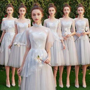 Asequible Gris Vestidos De Damas De Honor 2019 A-Line / Princess Apliques Con Encaje Cortos Ruffle Sin Espalda Vestidos para bodas