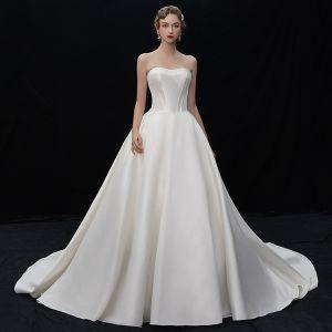 Schlicht Champagner Satin Brautkleider / Hochzeitskleider 2019 A Linie Herz-Ausschnitt Ärmellos Rückenfreies Kapelle-Schleppe Rüschen