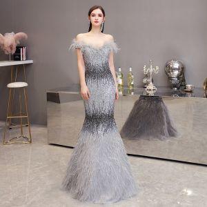 Luxus Grå Selskabskjoler 2020 Havfrue Off-The-Shoulder Kort Ærme Feather Beading Lange Flæse Halterneck Kjoler