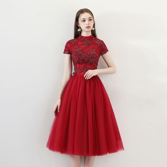 Chinese style Burgundy Homecoming Graduation Dresses 2018 A-Line / Princess High Neck Short Sleeve Glitter Beading Tea-length Ruffle Backless Formal Dresses