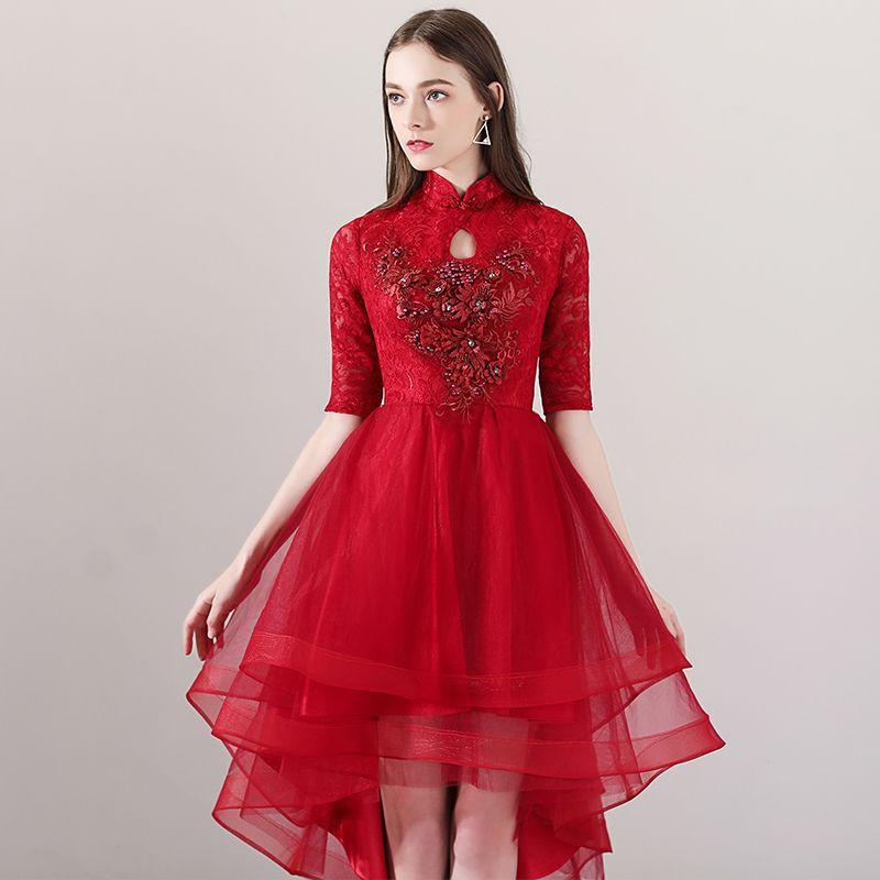 Chinesischer Stil Rot Cocktailkleider 2018 A Linie Stehkragen 1/2 Ärmel Perle Strass Applikationen Blumen Asymmetrisch Rüschen Festliche Kleider