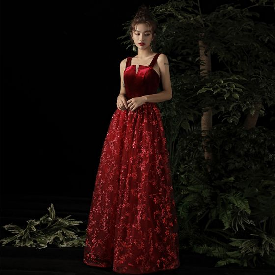 Snygga / Fina Burgundy Mocka Aftonklänningar 2019 Prinsessa Axlar Ärmlös Glittriga / Glitter Appliqués Spets Långa Halterneck Formella Klänningar