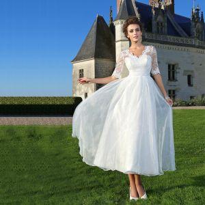 Chic / Belle Abordable Blanche Grande Taille Robe De Mariée Princesse Dentelle 1/2 Manches V-Cou Appliques Dos Nu Brodé Mariage 2020