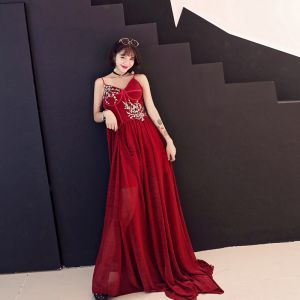 Chic / Beautiful Burgundy Evening Dresses  2018 A-Line / Princess Lace Sequins Spaghetti Straps Backless Sleeveless Sweep Train Formal Dresses