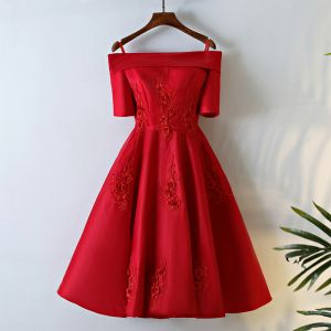Chic / Beautiful Red Short Graduation Dresses 2017 A-Line / Princess Off-The-Shoulder Zipper Up Short Sleeve Appliques Flower