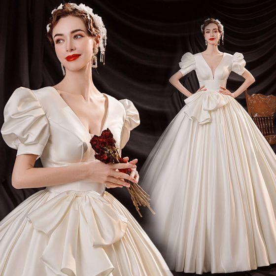 Style Victorien Vintage / Originale Abordable Ivoire Robe Boule Robe De Mariée 2021 Col v profond Noeud Manches Courtes Dos Nu Longue Mariage