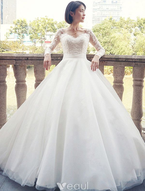 Glamorous Wedding Dresses 2017 V-neck Applique Lace White Bridal Gowns With Train