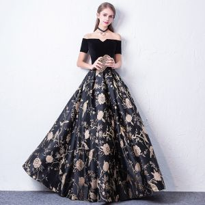 Modest / Simple Black Prom Dresses 2017 A-Line / Princess Off-The-Shoulder Short Sleeve Embroidered Floor-Length / Long Backless Formal Dresses