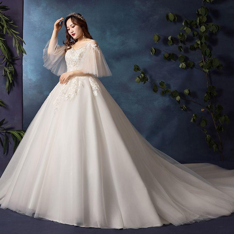 Classic Elegant White Plus Size Wedding Dresses 2019 A-Line / Princess Lace Tulle V-Neck Appliques Backless Beading Sequins Chapel Train