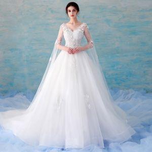 Piękne Białe Suknie Ślubne 2018 Suknia Balowa Z Koronki Aplikacje Frezowanie Cekiny V-Szyja Bez Pleców 3/4 Rękawy Trenem Katedra Ślub
