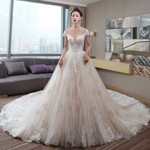 Luksusowe Szampan Suknie Ślubne 2019 Princessa V-Szyja Frezowanie Cekiny Z Koronki Kwiat Kótkie Rękawy Bez Pleców Trenem Katedra