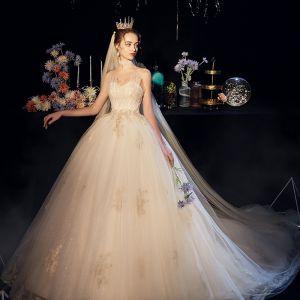 Elegant Champagne Brudekjoler 2019 Balkjole Sweetheart Ærmeløs Halterneck Beading Perle Applikationsbroderi Med Blonder Glitter Tulle Cathedral Train Flæse