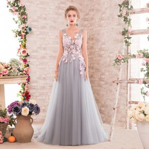 Elegant Grey Prom Dresses 2018 A-Line / Princess Appliques V-Neck Backless Sleeveless Sweep Train Formal Dresses