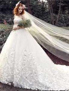 Glamoureuze Trouwjurken 2016 Baljurk Strapless Applique Beading Witte Tule Bruidsjurk Met Lange Sleep