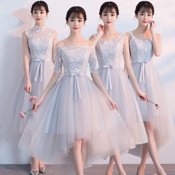 Haute Basse Gris Robe Demoiselle D'honneur 2018 Princesse Appliques En Dentelle Noeud Ceinture Asymétrique Volants Dos Nu Robe Pour Mariage