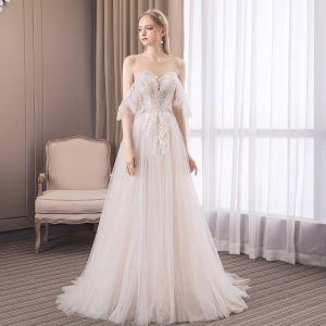 Snygga / Fina Champagne Stranden Bröllopsklänningar 2018 Prinsessa Spets Urringning Halterneck Ärmlös Svep Tåg Bröllop