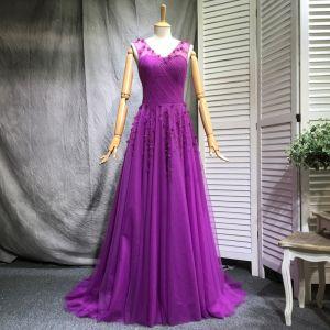 Schöne Violett Abendkleider 2018 A Linie Perlenstickerei Perle Pailletten Applikationen V-Ausschnitt Ärmellos Hof-Schleppe Festliche Kleider
