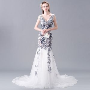 Modern / Fashion Ivory Evening Dresses  2018 Trumpet / Mermaid V-Neck Sleeveless Appliques Lace Cathedral Train Ruffle Backless Formal Dresses