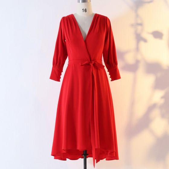 Klasyczna Eleganckie Czerwone Duży Rozmiar Sukienki Wieczorowe 2020 Princessa V-Szyja Szyfon Jednolity kolor Guziki Długie Rękawy Długość do kolan Krótkie Wieczorowe Sukienki Wizytowe