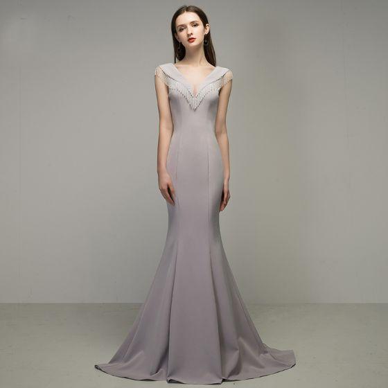 Elegante Silber Grau Abendkleider 2020 Meerjungfrau V-Ausschnitt Perlenstickerei Quaste Ärmellos Rückenfreies Sweep / Pinsel Zug Festliche Kleider