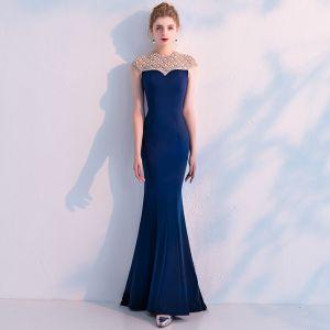 Elegante Marineblau Abendkleider 2019 Meerjungfrau Rundhalsausschnitt Ärmellos Handgefertigt Perlenstickerei Lange Rüschen Rückenfreies Festliche Kleider