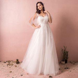 Mooie / Prachtige Witte Trouwjurken 2017 A lijn Tule V-Hals Appliques Geborduurde Ruglooze Huwelijk