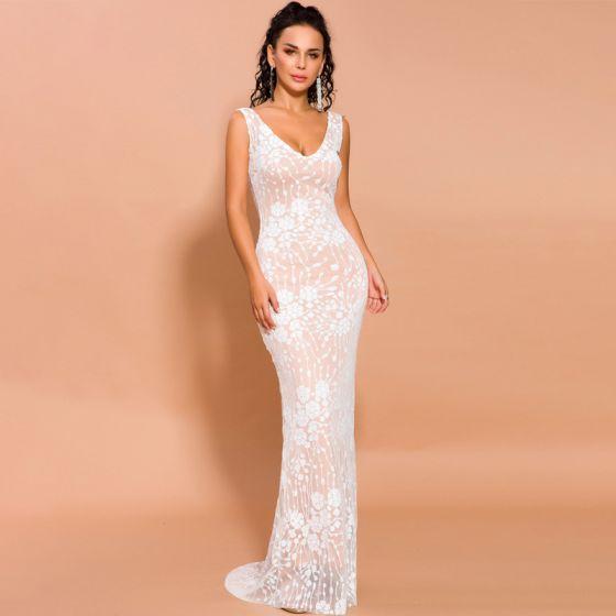 Elegant White Evening Dresses  2020 Trumpet / Mermaid Deep V-Neck Sleeveless Appliques Sequins Sweep Train Backless Formal Dresses