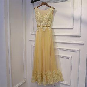 Chic / Belle Champagne Robe Pour Mariage Robe Demoiselle D'honneur 2017 En Dentelle Fleur Paillettes Perle Sans Manches Encolure Dégagée Longueur Cheville Princesse