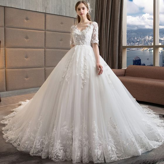 Chic / Belle Blanche Robe De Mariée 2018 Princesse V-Cou 1/2 Manches Dos Nu Appliques En Dentelle Perle Volants Cathedral Train