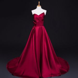 Modest / Simple Burgundy Evening Dresses  2017 A-Line / Princess Zipper Striped Charmeuse Strapless Evening Party Formal Dresses