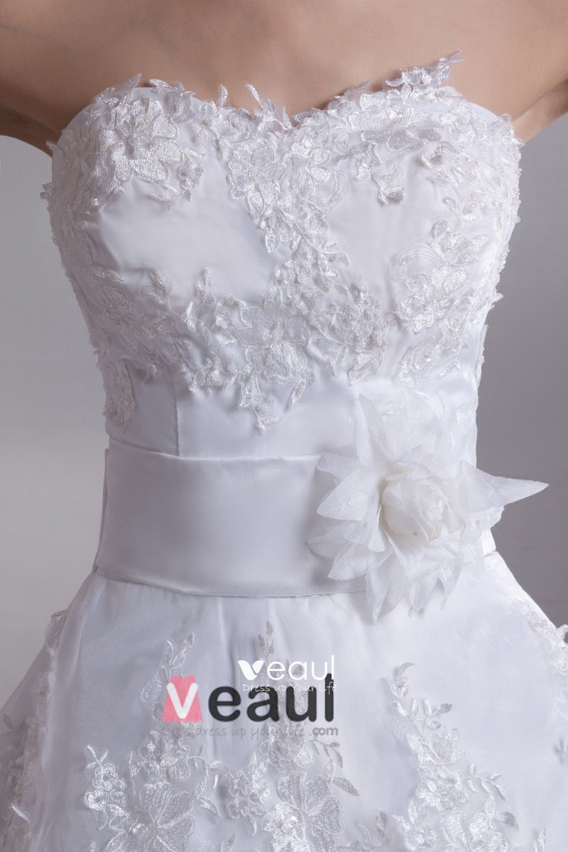 Stylish Applique Sweetheart Floor Length Lace A Line Wedding Dress