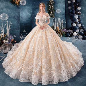 Elegante Champagner Brautkleider / Hochzeitskleider 2019 Ballkleid Off Shoulder Kurze Ärmel Rückenfreies Applikationen Spitze Kathedrale Schleppe Rüschen