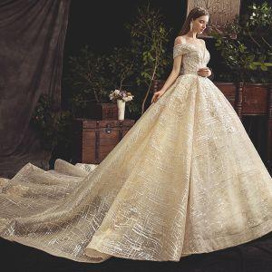 c5ea1ee2a52c Bling Bling Champagne Bröllopsklänningar 2019 Balklänning Av Axeln Korta  ärm Halterneck Appliqués Spets Beading Pärla Paljetter